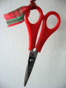candy-wreath-scissors
