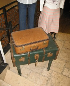 antiquesuitcasetable
