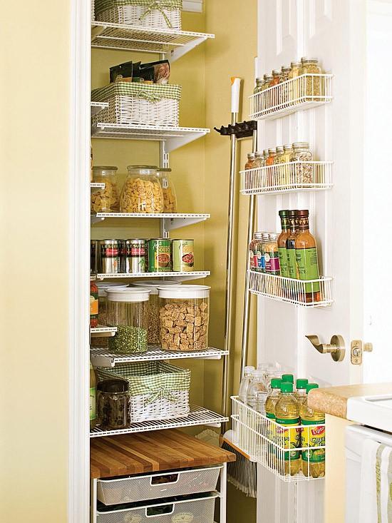キッチン収納例の画像とアイデアいろいろ:壁・ゴミ箱・キャビネット裏 Interior Design Box 海外