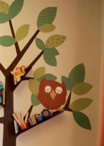 ステンシルと木の本棚