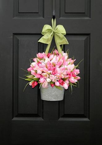 玄関ドアにお花