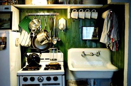 狭いキッチンのおしゃれなレイアウト実例画像 Interior Design Box 海外の使えるインテリア術