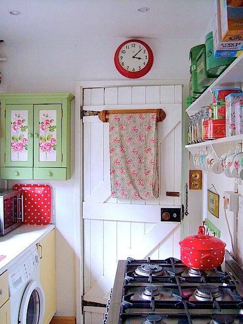 かわいい小さいカントリーキッチン