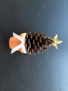 手作り簡単クリスマスツリー松ぼっくり