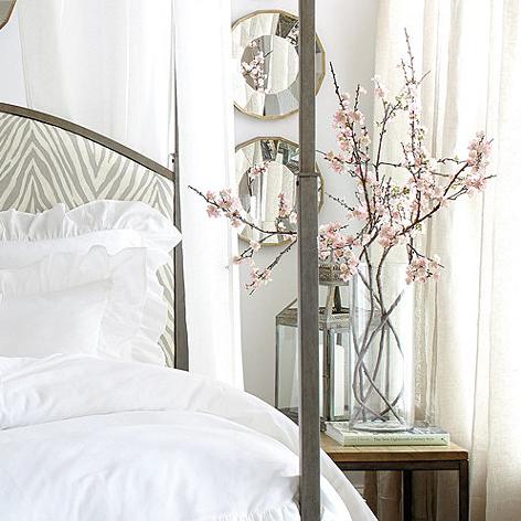 桜フラワーアレンジベッドルーム
